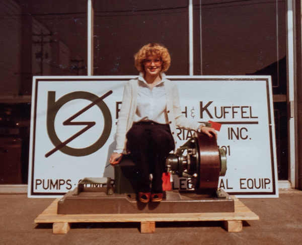 images/timeline/1983_Lesli_posing_at_5930.jpg